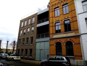 Modern appartement (ca. 67m²) op de 4e verdieping met royaal zonneterras (ca. 20m²). Gelegen nabij park Spoor-Noord en een perfecte bereikba
