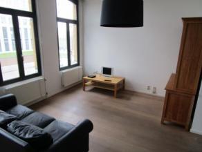 Volledig gerenoveerd GEMEUBELD appartement op de tweede verdieping nabij het Eilandje en Park Spoor Noord, met vlotte verbinding in en uit de stad. In