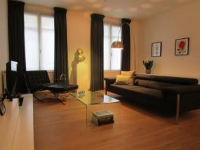 Modern GEMEUBELD appartement (ca. 90 m²). Het appartement is gelegen in een prachtig gebouw in het centrum van Antwerpen, met een zeer goede verb