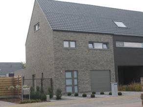 Nieuwe ruime stadswoning met 3 slaapkamers, 2 badkamers, tuin en garage. De woning is voorzien van een woonkamer van 50m², grote open keuken met