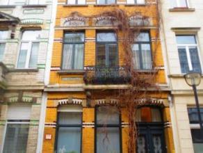 Ruim en volledig GEMEUBELD 1 slaapkamer appartement (ca. 85m²) nabij Zurenborg aan ALL-IN PRIJS. Op wandelafstand van station Antwerpen-Berchem,