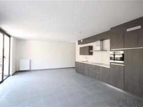 Nieuwbouw appartement met 2 slaapkamers, schitterend zonneterras en parking!Indeling:Op de 2de verdieping, te bereiken met de lift of trap, is dit rui