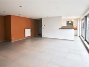 Dit modern appartement is gelegen op de 2de verdieping en is bereikbaar met de lift en/ of met de trap. Je stapt dit appartement binnen via de inkomha