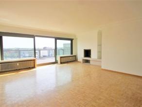 Dit ruim en licht appartement is gelegen op de 5de en bovenste verdieping, u bereikt dit appartement met de lift of met de trap. Via de ruime inkomhal