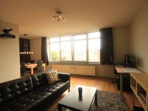 Dit instapklare appartement bevindt zich op de 2de verdieping en is bereikbaar via de trap. Leefruimte (ca. 30 m²) met veel lichtinval en aanpale