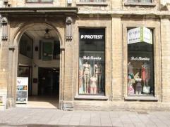 Stadswinkel in de 'Bruul', de winkelstraat van MechelenWinkelpand van 220 m2 centraal gelegen op de Bruul. Gelegen aan de ingang van het Bruul Shoppin