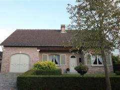 Residentiële landelijke woningIndeling: Rustieke en landelijke woning met veel lichtinval in het pittoreske Hingene (Bornem).De woonkamer met nat