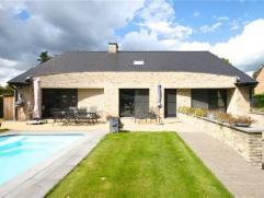 Recente villa (BJ 2004) in moderne stijl op een prachtig terrein van 1.571 m2.Deze hedendaagse woning staat voor een eenvoudige en pure maar doordacht