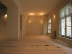 Ruime instapklare gelijkvloerse studio met charme in hartje Mechelen.Indeling:Deze ruime studio, gelegen in een zijstraat van de Onze-Lieve-Vrouwstraa