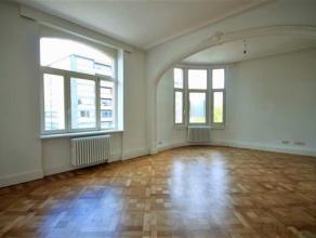 indelingDit appartement is gelegen op de 5e verdieping en is bereikbaar met de trap of met de lift. Je komt binnen in de inkomhal met vestiaire-ruimte