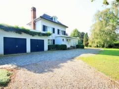 Exclusieve te renoveren villa met 3 HOB-bouwgronden op 4551m²!IndelingPrachtige villa met 4 slaapkamers. De schitterende tuin met park-allu