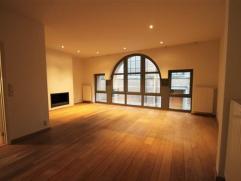 Luxueus afgewerkte bel-etage gelegen in het hartje van MechelenIndeling:Deze luxueuze eengezinswoning is volledig afgewerkt naar hedendaags comfort en