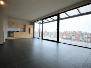 Indeling:Dit lichte appartement is gelegen op de 6de en hoogste verdieping van een recent gebouw en bereikbaar via lift en/of trap. De living met zijn