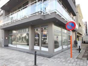 Indeling:Mooie open winkelruimte met 2 grote etalageramen, die zorgen voor een overvloed aan licht. Aan de achterzijde van het handelspand is een keuk