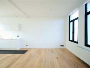 Indeling:Dit appartement van 75 m² is gelegen op de 2de verdieping in een recent renovatieproject. Bij het binnenkomen, betreden we de leef