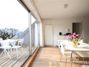 Stijlvol gerenoveerd duplex appartement met 2 terrassen in hartje Antwerpen. Indeling:Het stijlvol gerenoveerde duplexappartement (ca. 113 m²) is