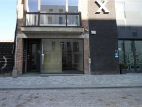 Stadswinkel gelegen op toplocatie in MechelenIndeling: Dit ruim handelspand (100 m2) is gelegen vlakbij het commerciële centrum van Mechele