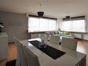 Indeling:Ruim 2 slaapkamer appartement gelegen in een kindvriendelijke buurt. Nabij de stadskern van Sint-Niklaas. Het appartement is gelegen op het g