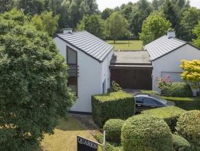 """Indeling:In 't groen gelegen villa aan het domein """"Breeven"""" met een oppervlakte van 4440 m². De ruime woonkamer van 97m² groot geeft e"""