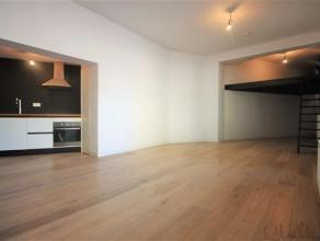 Volledig gerenoveerde gelijkvloerse studioIndeling:Deze leuke gerenoveerde studio bevindt zich op het gelijkvloers van een kleinschalig appartementsge