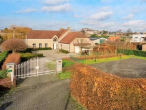 Indeling: Zeer verzorgde villa met burelen en magazijn heeft een bewoonbare oppervlakte van 540 m² op een perceel oppervlakte van 2.400 m².D