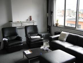 Appartement op de 2de verdieping in een gebouw zonder lift. inkomhal, ingerichte keuken en badkamer, woonruimte, 125 Euro provisiekosten (voorschot wa