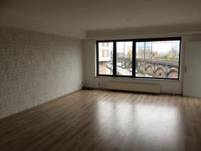 Appartement op de 2de verdieping in een gebouw met lift, ingerichte badkamer en keuken, 1 slaapkamer, inkomhal, individuele verwarming. Enkel reageren