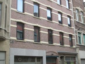 Verschillende Appartementen te huur in hetzelfde gebouw (Zie foto's) Gebouw zonder lift. Appartementen omvatten ingerichte badkamer en keuken, woonrui