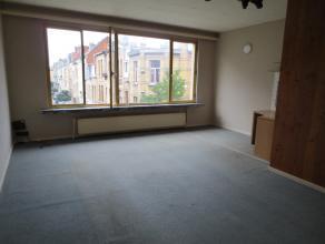 Appartement op de 2de verdieping in een gebouw zonder lift. inkomhal, ingerichte badkamer en keuken, 1 slaapkamer, woonkamer. Enkel reageren via mail