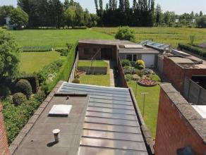 Half open, goed onderhouden woning, ideaal gelegen met goede verbinding naar Antwerpen, Mechelen, Brussel, Gent.Inkomhal, living met open haard, ruime