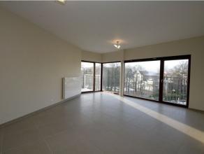 """Appartement met 2 slaapkamers en zonnig terras gelegen op de hoek Belgiëlei en Mechelsesteenweg in de residentie """"Albert Square"""". Zicht op het Al"""