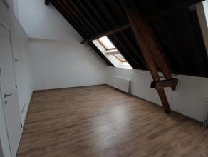 Een authentieke appartement gelegen op de 3e verdieping in een oud Notarishuis. Indeling: Inkomhal, gastentoilet, berging, leefruimte van ca 18 m&sup2