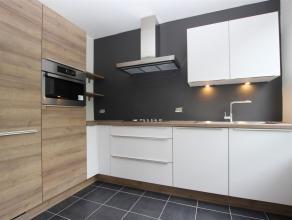 Gerenoveerd appartement op de 4de verdieping te Berchem: het appartement zal tegen 1/07 volledig klaar zijn!Inkomhal op parket, apart toilet, berging,