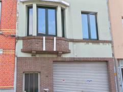 Opbrengst bestaande uit een woning met garage, atelier/magazijn en grote tuin.   De woning heeft een voor- en achterbouw.  Op het gelijkvloers is