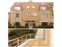 Ruim, karaktervol appartement (± 120m²) met terras en 2 slaapkamers.  Net na het binnenkomen, bevindt zich een apart toilet gevolgd door