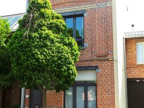 Goed onderhouden woning met 5 slaapkamers en grote tuin   Deze gezellige woning is gelegen in de residentiele Edegems 'Leitjes'. De buurt is gekend