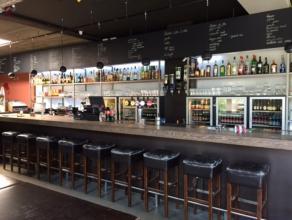 Goed gelegen café op hoekligging met 40 zitplaatsen binnen en 80 op het terras?  VRIJ VAN BROUWER en met speelautomaten.