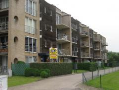 Instapklaar appartement 1°verdieping met autostaanplaats. Ruime living 42m²-volledig ingerichte keuken met toestellen-berging met aansluiting