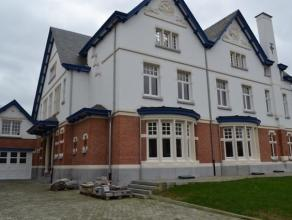 Binnen deze volledig gerenoveerde villa gelegen aan de Bredabaan bij de ingang van het park werd er een duplex met parking (5 wagens), tuin (+/-1500m&