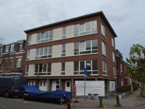 Mooi gerenoveerde twee slaapkamer appartementen gelegen op de grens Merksem - Schoten in de begeerde wijk 'Den Deuzeld'. In dit renovatieproject werde
