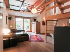 Deze trendy gezinswoning met een bewoonbare oppervlakte van 180 m² is nieuw opgebouwd in 2002 en voldoet dus aan alle comfortnormen. Met behulp v