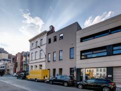 Deze ruime mulitifunctionele woning is gelegen aan de vrijdagsmarkt. De woning werd recentelijk gerenoveerd met behoud van authentieke elementen. Opme