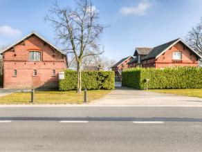"""Karaktervolle eigendom die bij het voormalige """"kasteel Ysebrant de Lendonck"""" hoorde biedt een woonhuis met allures van een burgerhuis aansluitend bij"""