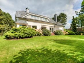 Deze ruime villa in de residentiële omgeving van Wachtebeke en Moerbeke-Waas straalt heel wat charme uit. De energiezuinige woning heeft een bewo