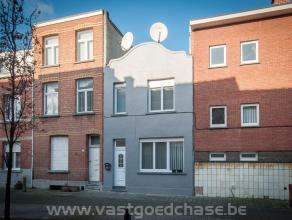 WILRIJK - LEUKE GEZINSWONING MET VIER SLAAPKAMERS OP EEN TOTALE GRONDOPPERVLAKTE VAN 70m² - EPC 450 kWh/m² -Indeling als volgt : gelijkvloer