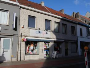 Handelswoning en gesloten bebouwing te Sint-Amandsberg op een terrein van 318m2.Beide panden zijn momenteel verhuurd en hebben elk een eigen huisnumme