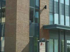 Recent kantorencomplex gelegen aan industriezone Mechelen-Noord, vlakbij op- en afritten van E19 Antwerpen - Brussel. Er zijn kantoren beschikbaar van