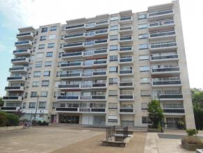 Volledig vernieuwd hoekappartement (95 m²) met veel lichtinval! Het appartement is gelegen op de 8ste verdieping van het gebouw met prachtig uitz