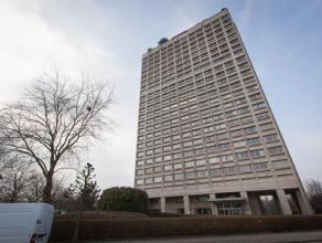 Ruim 3-slaapkamer appartement (150 m²) gelegen op de 15de verdieping van Residentie 'Riverside Tower' met prachtig zicht over Stad Antwerpen en S