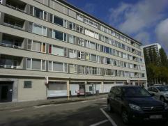 Ruim en vernieuwd appartement (112 m²) gelegen op de 2de verdieping van het gebouw met open uitzicht! Het appartement bestaat uit: inkomhal op pa